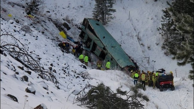 9 killed, more than 20 hurt in Ore  tour bus crash on icy I